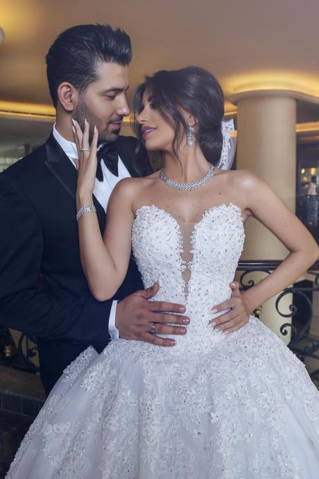 Strapless Plunging V Lace Appliqués Ball Gown Wedding Dress