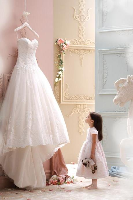 Sweetheart Lace Appliqué High-Low Tulle Wedding Gown